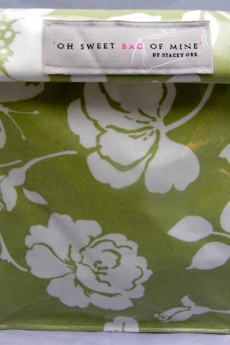 Oilcloth Lunch Bag: Flowers on mint Green