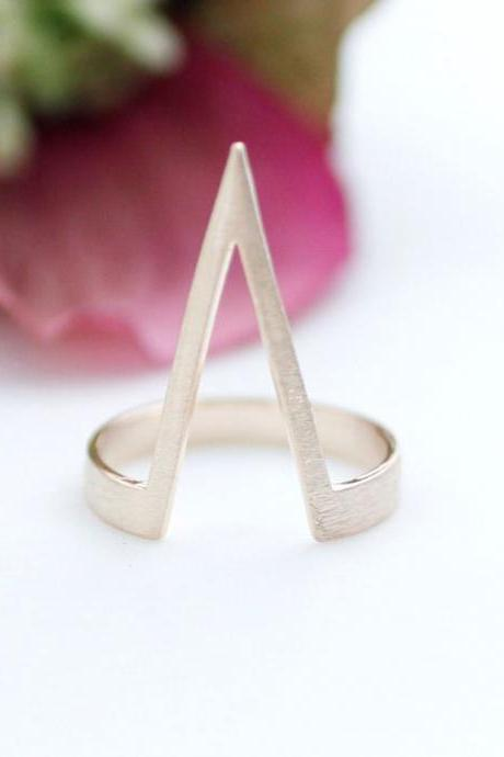 Chevron V Line Band Ring in Rose gold