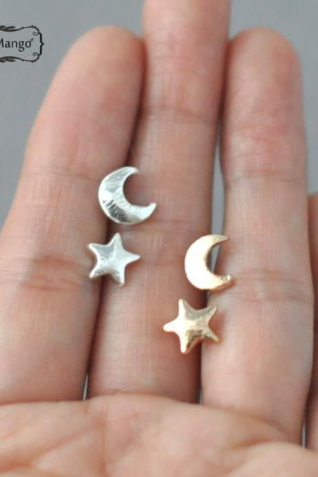 -FREE SHIP- moon and star stud Earrings - silver