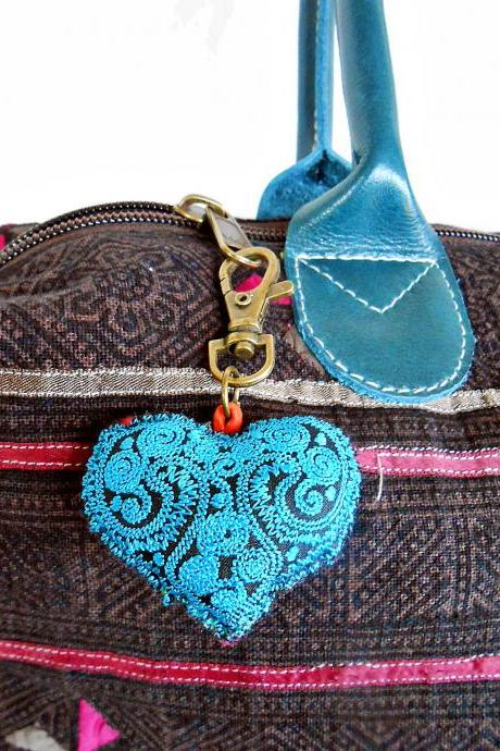 Vintage Blue Heart Keychain Zip Pull Bag Accessory Decoration by Handmade. (AC1001-BL)