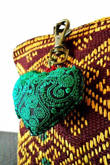 Vintage Green Heart Keychain Zip Pull Bag Accessory Decoration by Handmade. (AC1001-GR)