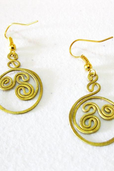 Brass Dangle Earrings, Swirl Brass Earrings, Fashion Designs, Handmade Earrings, Brass Jewelry, Thailand Handmade. (JE1005)