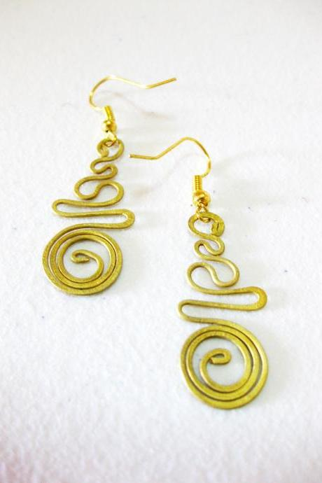 Brass Dangle Earrings, Swirl Brass Earrings, Fashion Designs, Handmade Earrings, Brass Jewelry, Thailand Handmade. (JE1010)