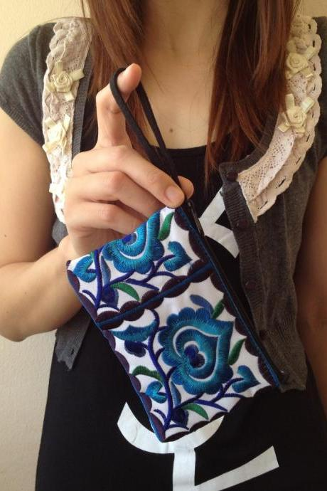 Blue White Cotton Flower Colorful purse Embroidery Chinese Hmong Hilltribe Thailand. (KP1051-BLWH)