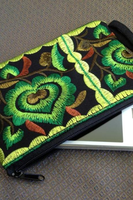 Green Black Cotton Flower Colorful purse Embroidery Chinese Hmong Hilltribe Thailand. (KP1051-GRBK)