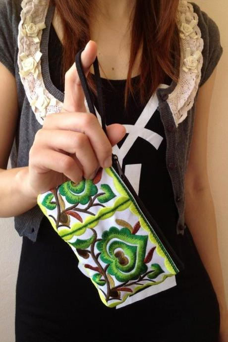 Green White Cotton Flower Colorful purse Embroidery Chinese Hmong Hilltribe Thailand. (KP1051-GRWH)
