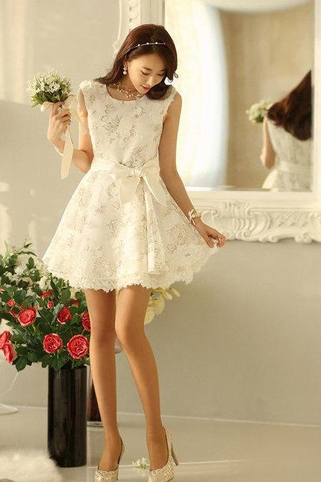 Elegant Women Trendy Lace Sunflower Floral pattern Scallop Neck SLEEVELESS White Color dress