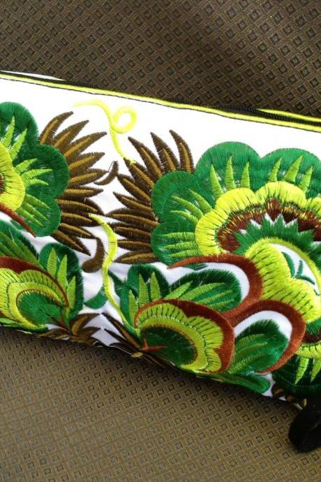 Colorful Green cotton embroidered purse on White Fabric of Chinese Hmong Hilltribe Thailand. (KP1052-GRWH)