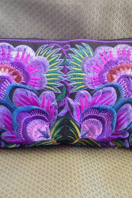Colorful Purple cotton embroidered purse on Black Fabric of Chinese Hmong Hilltribe Thailand. (KP1052-PUBK)