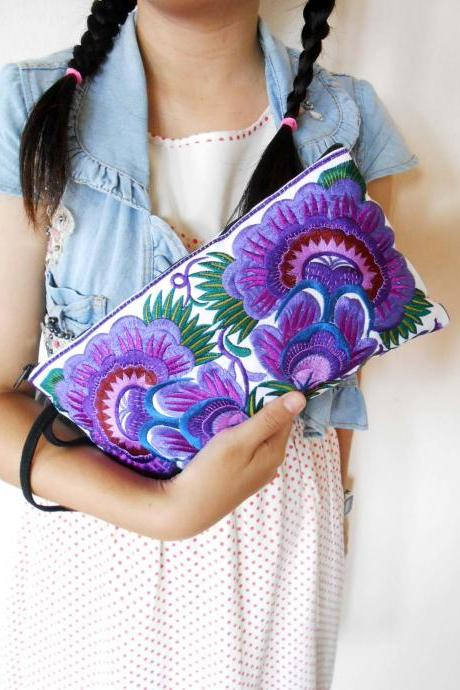 Colorful Purple cotton embroidered purse on White Fabric of Chinese Hmong Hilltribe Thailand. (KP1052-PUWH)