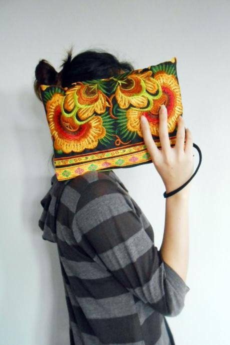 Gold Embroidery Clutch Wristlet Bag Black Fabric of Chinese Hmong Hill tribe Thailand (KP1053-GOBK)
