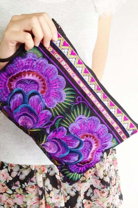 Purple Embroidery Clutch Wristlet Bag Black Fabric of Chinese Hmong Hill tribe Thailand (KP1053-PUBK)