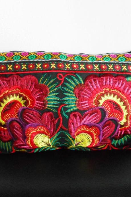 Red Embroidery Clutch Wristlet Bag Black Fabric of Chinese Hmong Hill tribe Thailand (KP1053-REBK)