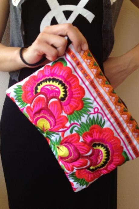 Pink Embroidery Clutch Wristlet Bag White Fabric of Chinese Hmong Hill tribe Thailand (KP1053-PIWH)