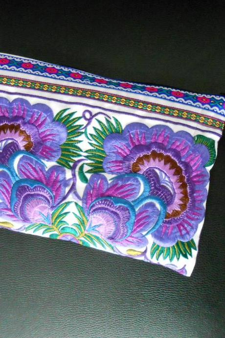 Purple Embroidery Clutch Wristlet Bag White Fabric of Chinese Hmong Hill tribe Thailand (KP1053-PUWH)