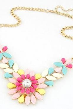 Cheap Fashion Gems Decorated Flower Shaped Colorful Metal Necklace