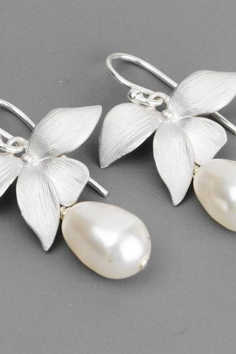 White Pearl Bridal Earrings - Swarovski Pearl Drop Earrings - Pearl Bridesmaid Earrings - Silver Wedding Earrings