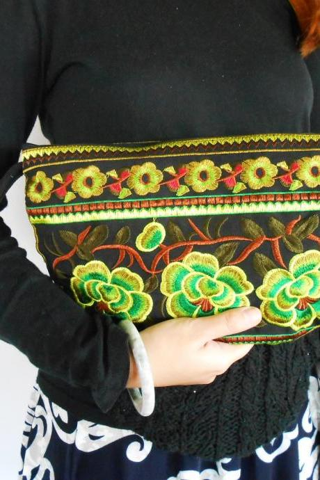 GREEN HALF MOON Clutch Bag, Handmade Embroidered w/ Black Fabric Chinese Hmong Hilltribe in Thailand. (KP1054-GRBK)
