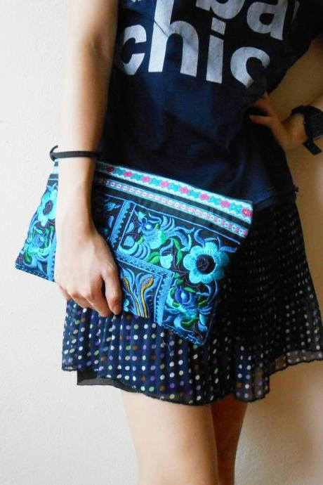Blue Clutch Wristlet Bag Embroidery w/ Black Fabric Chinese Hmong Hilltribe Thailand (KP1057-BLBK)
