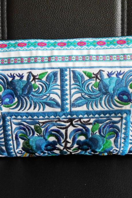Blue Clutch Wristlet Bag Embroidery w/ White Fabric Chinese Hmong Hilltribe Thailand (KP1057-BLWH)