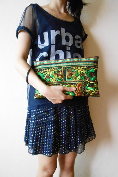 Green Clutch Wristlet Bag Embroidery w/ Black Fabric Chinese Hmong Hilltribe Thailand (KP1057-GRBK)