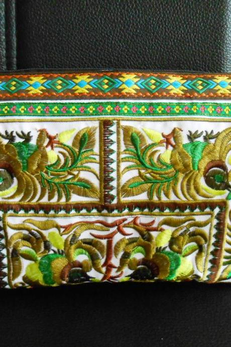 Green Clutch Wristlet Bag Embroidery w/ White Fabric Chinese Hmong Hilltribe Thailand (KP1057-GRWH)