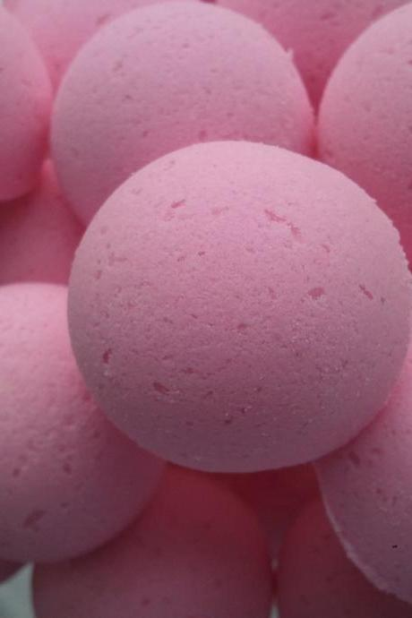 12 bath bombs 1 oz each (Plumeria) gift bag bath fizzies, great for dry skin, shea, cocoa, 7 ultra rich oils