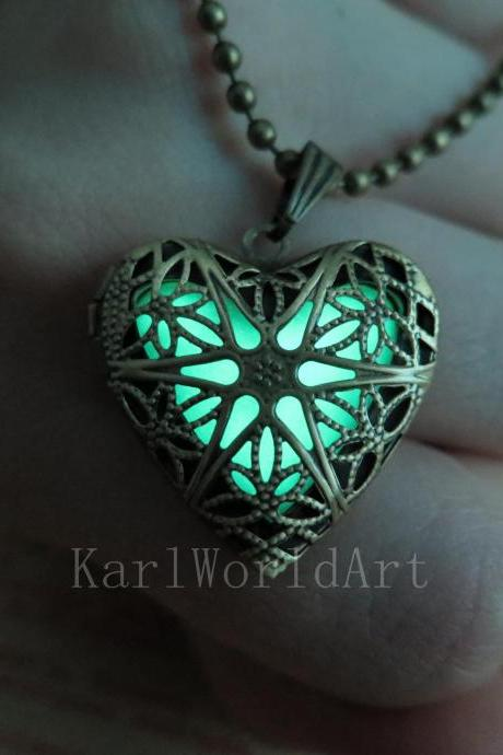 Free Shipping Green the Heart of Atlantis, Glowing Necklace, Glowing Jewelry,Glowing Pendant,Glow heart,Glow Pendant Necklace,wedding necklace