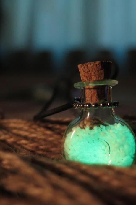 Free Shipping Green XO Bottle Glow in the Dark Potion Jar Necklace, Glass Vial, Cork Jar, Glow in the Dark Glitter, Glowing Necklace,wedding necklace
