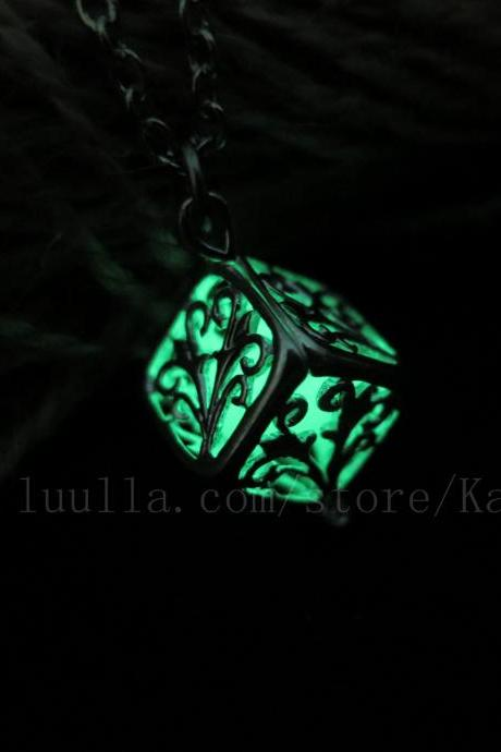 Free Shipping Green Wish tree Glowing Necklace , The tree of the Forest Glowing Necklace, Glowing Jewelry,Glow Pendant Necklace,Party necklace