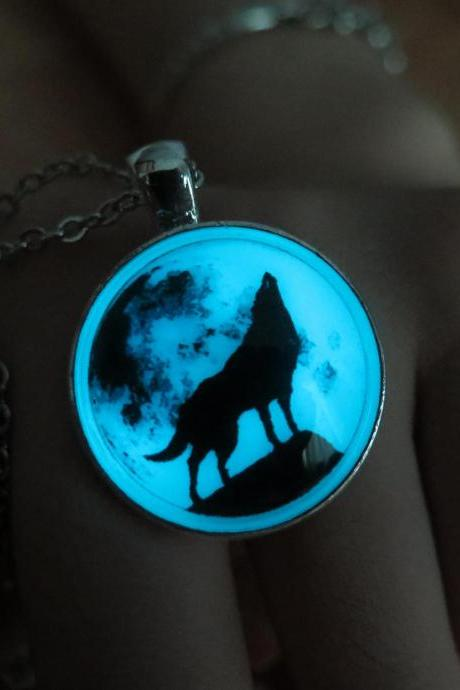 Free shipping Cyan Moon wolf, moon glow necklace,glow in the dark necklace