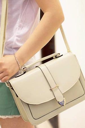 White Vintage Style Shoulder Bag