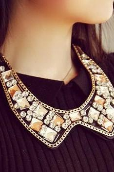 Elegant Crystal Statement Necklace
