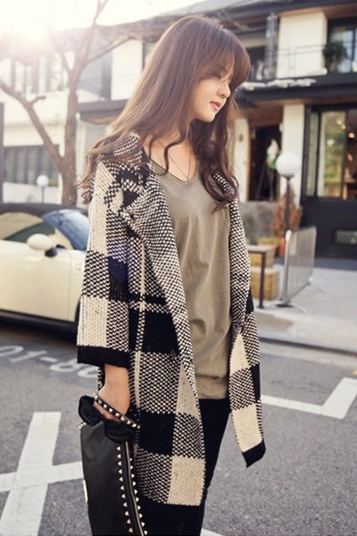 Fashion New Style Turndown Collar Long Sleeves Black Plaids Long Knitting Coat