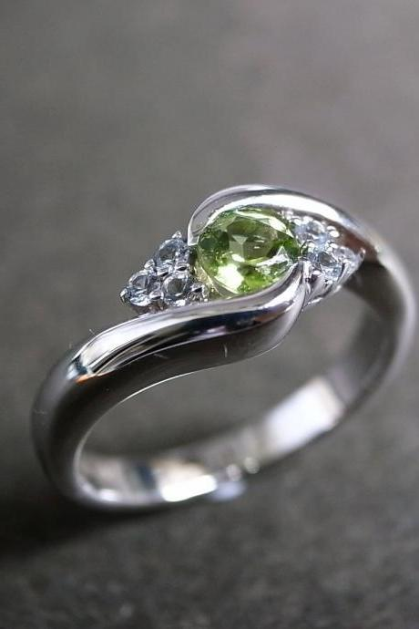 Wedding Ring with Green Sapphire in 14K White Gold