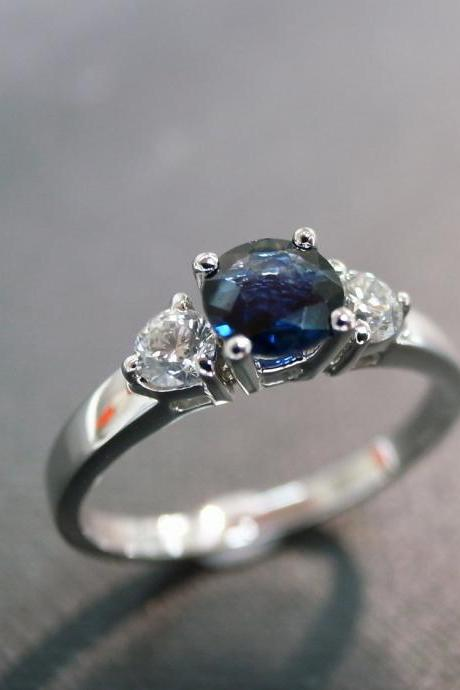 Engagement Ring with Diamond and blue Sapphire in 14K White Gold