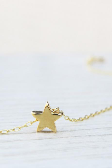 Gold necklace, Goldfilled star necklace, Tiny gold star, Star jewelry, Gold star pendant, Dainty everyday jewelry, Simple gold necklace