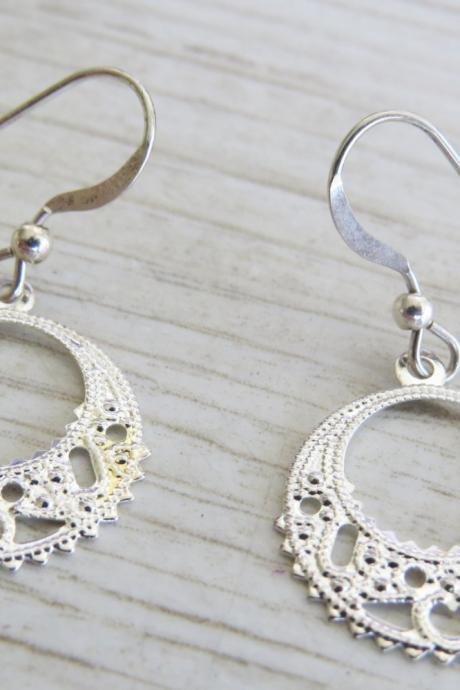 Silver earrings - Sterling silver filigree earrings - Dangle silver earrings - Simple small round silver earrings