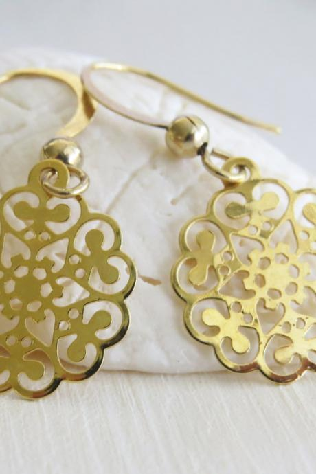 Gold earrings - 14k goldfilled filigree earrings - Dangle gold earrings - Simple small round gold earrings