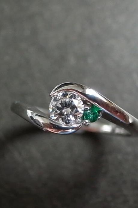 Diamond Engagement Ring with Emerald and 0.25ct (F/VS) Diamond