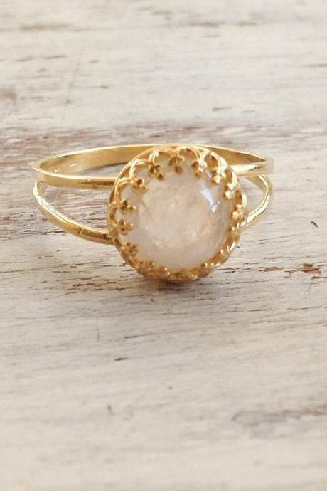 Gold ring, moon stone ring, stacking ring, vintage ring, gemstone ring, moonstone, stacking rings - 9011