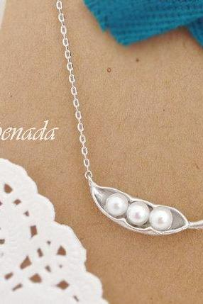 Peas in a pod necklace in Silver, Baby Shower Gift, Simple necklace, pea pod necklace with pearls