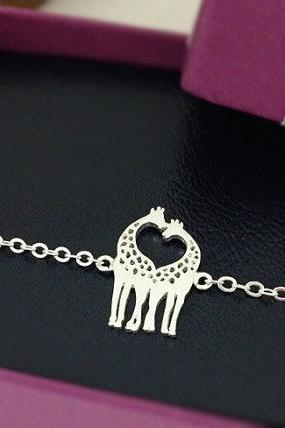 Two Giraffes in Love Bracelet, Giraffe Couple Bracelet in Silver, Loving Giraffes, Animal Jewelry