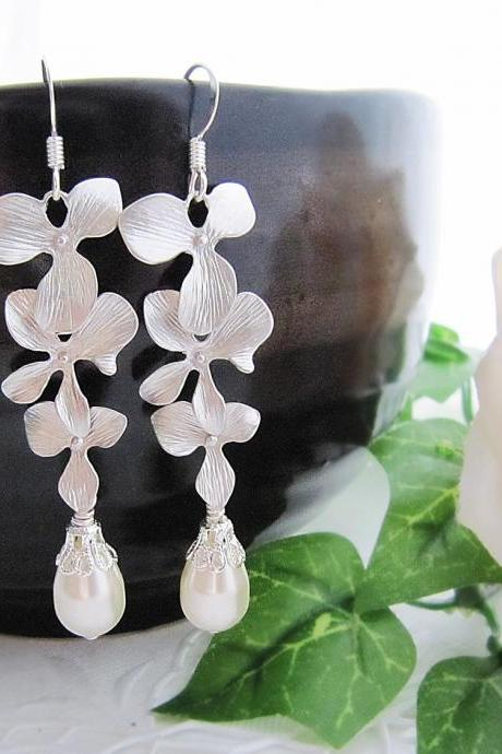 Wedding Jewelry Bridesmaid jewelry Bridal Earrings Bridesmaid Earrings Matte Rodium Orchid Trio Dangle with Cream Swarovski Pearl Tear Drop