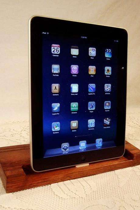 iPad - iPhone - iPod - Dock - Sync and Charging Station- Oak - style V1 (Yes for the iPad ) iPad Dock IPhone4 Dock iPod