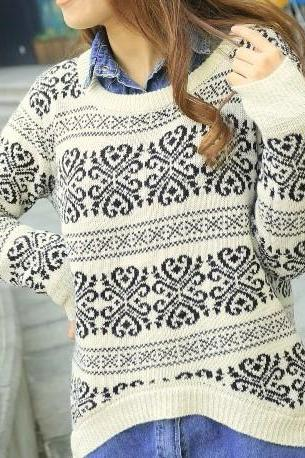Loose Fitting Snowflake Knit Sweater - White
