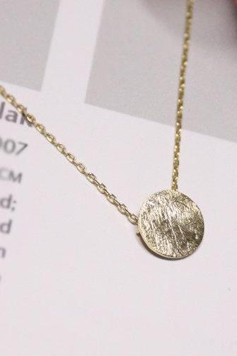 Modern textured circle necklace in gold