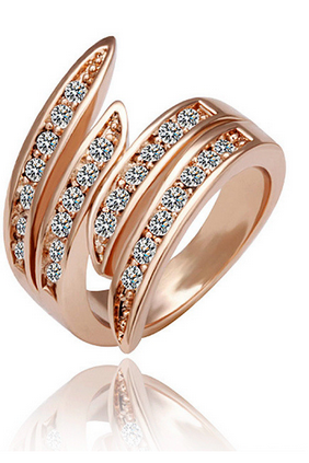 Europe and the United States rose gold and diamond ring