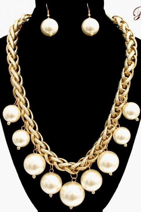 Big Cream Pearl Necklace, Statement Gold Chain with Pearl, Fashion Necklace