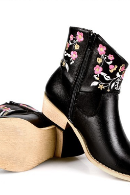 The European low heeled boots embroidered flowers short boots
